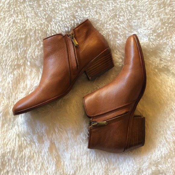 ca34c30d061557 SAM EDELMAN PETTY SADDLE LEATHER ANKLE BOOTS. M 5a8cbb7ec9fcdf0070c704e2